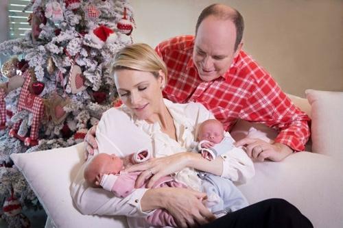 Đây là bức ảnh đầu tiên được hoàng gia Monaco công bố khi cặp song sinh mới lọt lòng.