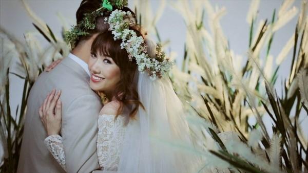 """Nam diễn viên đa tài tự tin rằng Hari Won có thể tin tưởng và giao nửa cuộc đời còn lại cho mình bởi: """"Hôn nhân chính là niềm tin. Trên thế giới này có bao nhiêu người từng kết hôn, và tôi chắc chắn cũng không ít người hối hận vì mình đặt niềm tin sai chỗ. Nhưng điều gì để giúp cho hôn nhân đó có thể duy trì thì đó là sự bao dung… Nếu như niềm tin là điểm khởi đầu cho hôn nhân thì sự bao dung, thích nghi là những yếu tố để duy trì cuộc hôn nhân đó."""" - Tin sao Viet - Tin tuc sao Viet - Scandal sao Viet - Tin tuc cua Sao - Tin cua Sao"""