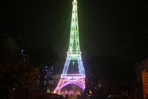 Nhiều bạn trẻ chia sẻ rằng mô hình tòa tháp độc đáo. Đây đúng là sản phẩm có ý nghĩa cho một mùa Giáng sinh an lành.