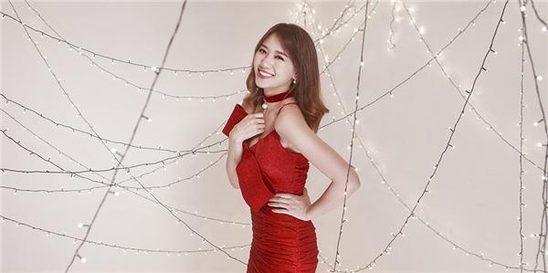 Trong loạt ảnh mừng Noel, Hari Won tươi tắn, trẻ trung và quyến rũ với trang phục ôm sát tôn dáng. - Tin sao Viet - Tin tuc sao Viet - Scandal sao Viet - Tin tuc cua Sao - Tin cua Sao