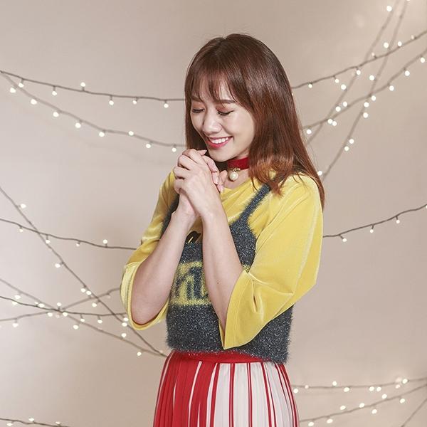 """Những hình ảnh mới nhất đãcho thấy sự trưởng thành, nữ tính và cũng không kém phần gợi cảm của nữ ca sĩ người Hàn Quốc. Cô cùng ê-kípđang dần có sự thay đổi tích cực hơn về thời trang, thoát khỏi mác """"mặc xấu"""". - Tin sao Viet - Tin tuc sao Viet - Scandal sao Viet - Tin tuc cua Sao - Tin cua Sao"""