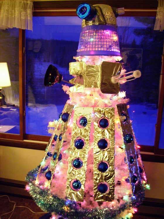 Dalek đêm Giáng sinh cũng bớt hung hăng hơn mọi ngày, dù gì thì cũng hy sinh vì tinh thần ngày lễ lớn mà.
