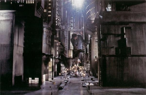 Có lời khen cho đội ngũ sáng tạo góp phần tạo nên một thànhphố Gotham đen tối trong phim Batman (1989)