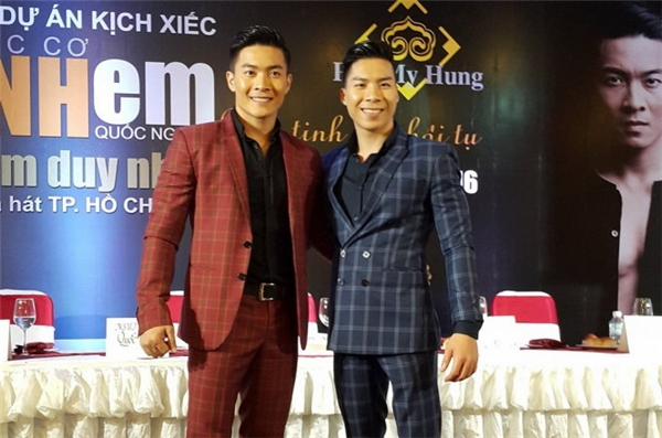 Giang Quốc Cơ và Giang Quốc Nghiệp làCông dân trẻ tiêu biểu TP.HCM vàlà cặp đôi NSƯT trẻ tuổi nhất của Việt Nam.