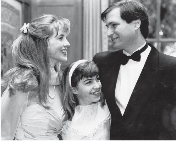 Trong những năm tháng sống chung, Lisa luôn là đứa con gái được Steve Jobs hết mực yêu thương và hối hận về những phán xét độc ác dành cho cô. Lisa chung sống vô cùng hòa thuận với bố và mẹ kế Lawrence.
