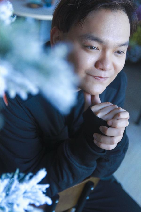 Ngoài ra,Trịnh Tú Trung đang giữ vai chính trong bộ phim hàiTáo Quân Ở Trọ đang phát trên kênh SCTV1.