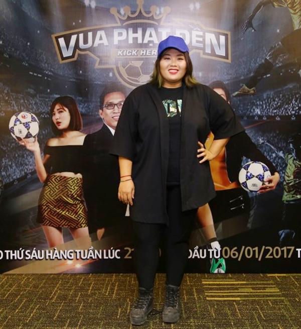 Nữ ca sĩ Phương Anh Idol giản dị đến chúc mừng chương trình.