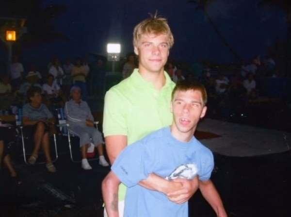 Đặc biệt, Kyle còn là một người anh trai hết mực yêu thương em khi bất cứ bữa tiệc nào cũng không thể thiếu sự hiện diện của Korey.