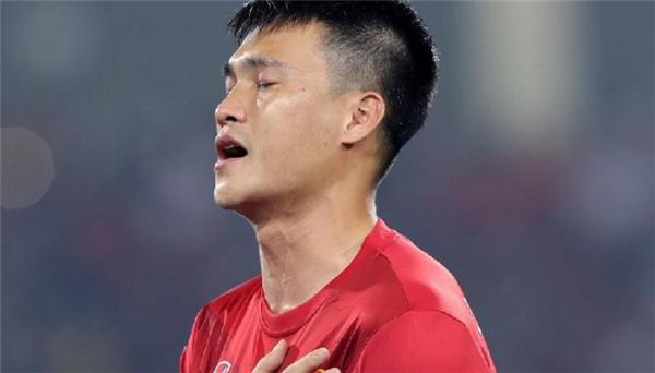 Trước đó, Công Vinh đã tuyên bố giải nghệ sau khi tuyển Việt Nam để thua Indonesia vàbị loại ở vòng bán kết AFF Cup. (Ảnh: internet)