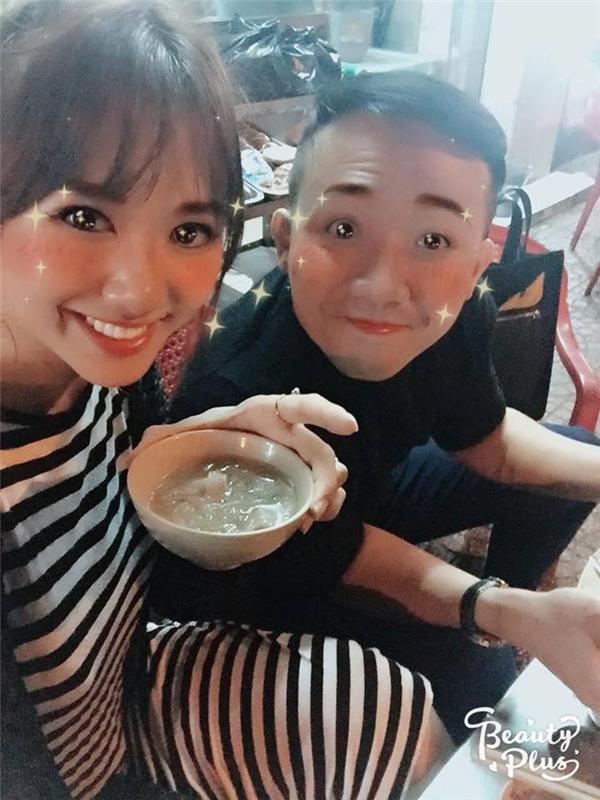 Trên trang fanpage của Hari Won, cô cũng chia sẻ hình ảnh cả hai cùng đi ăn khuya sau show diễn trước thềm hôn lễ. Hàng trăm lời chúc phúc đã được khán giả, người hâm mộ gửi gắm đến cặp đôi. - Tin sao Viet - Tin tuc sao Viet - Scandal sao Viet - Tin tuc cua Sao - Tin cua Sao