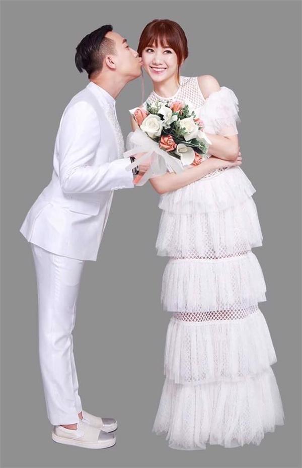 Rạng sáng nay (25/12), Trấn Thành bất ngờ công bố 1 hình ảnh trong loạt ảnh cưới chính thức của anh và Hari Won. Kèm theo đó là những tâm tư, chia sẻ của nam diễn viên hài trước thời khắc diễn ra sự kiện trọng đại của cuộc đời. - Tin sao Viet - Tin tuc sao Viet - Scandal sao Viet - Tin tuc cua Sao - Tin cua Sao
