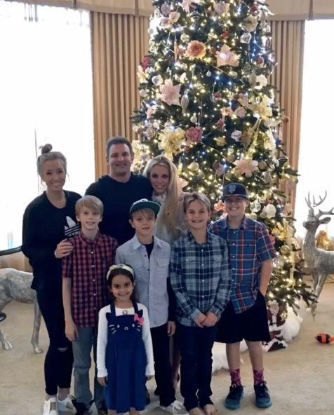 Britney Spears đón Noel ấm áp bên gia đình.