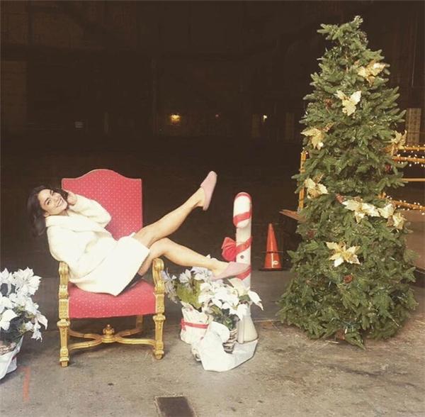 Vanessa Hudgens dường như có khoảng thời gian rất vui vẻ.