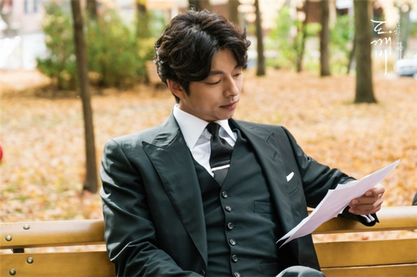 Yêu quái Kim Shin khiến khán giả nữ điên đảo vì vẻ đẹp trai lịch lãm và tính cách hài hước, ngọt ngào.