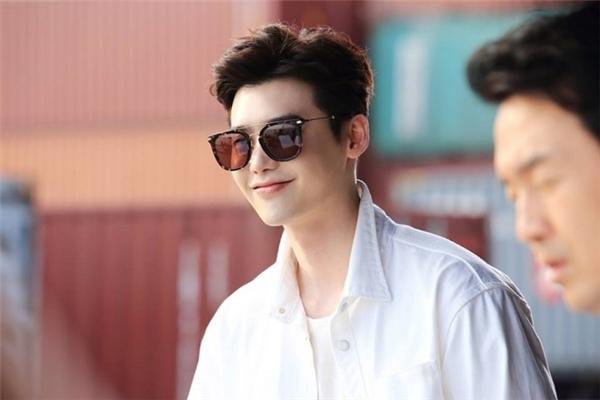 Nhân vật Kang Chul của Lee Jong Sukvừa điển trai lại giàu có.