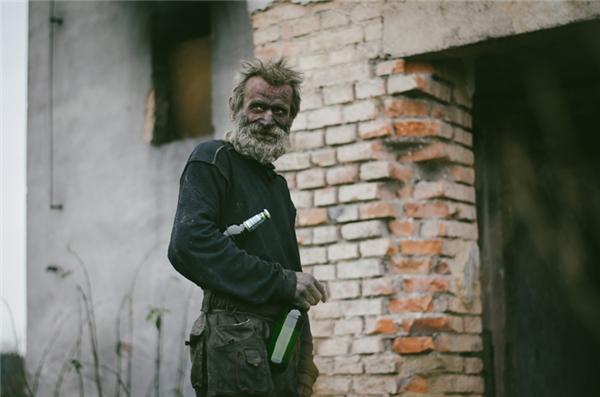 Đằng sau cuộc đời người đàn ông ở bẩn nhất là câu chuyện xót xa
