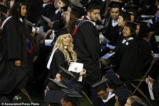 Con gái út nhà Trump gây sốt với sự xuất hiện xuất sắc tại Harvard