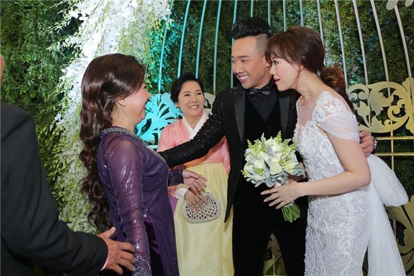 Ơn giời, cô dâu Hari Won xinh đẹp cuối cùng cũng đã xuất hiện rồi! - Tin sao Viet - Tin tuc sao Viet - Scandal sao Viet - Tin tuc cua Sao - Tin cua Sao