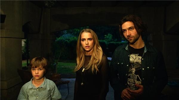Nhân vật Bret của phim Lights Outlà một bất ngờ lớn đối với khán giả.
