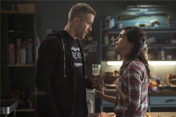 Tuy có tính cách dở dở ương ương và khả năng giết người không nghỉ tay, Deadpool thực chất vẫn yêu thương, quan tâm đến cô bạn gái.