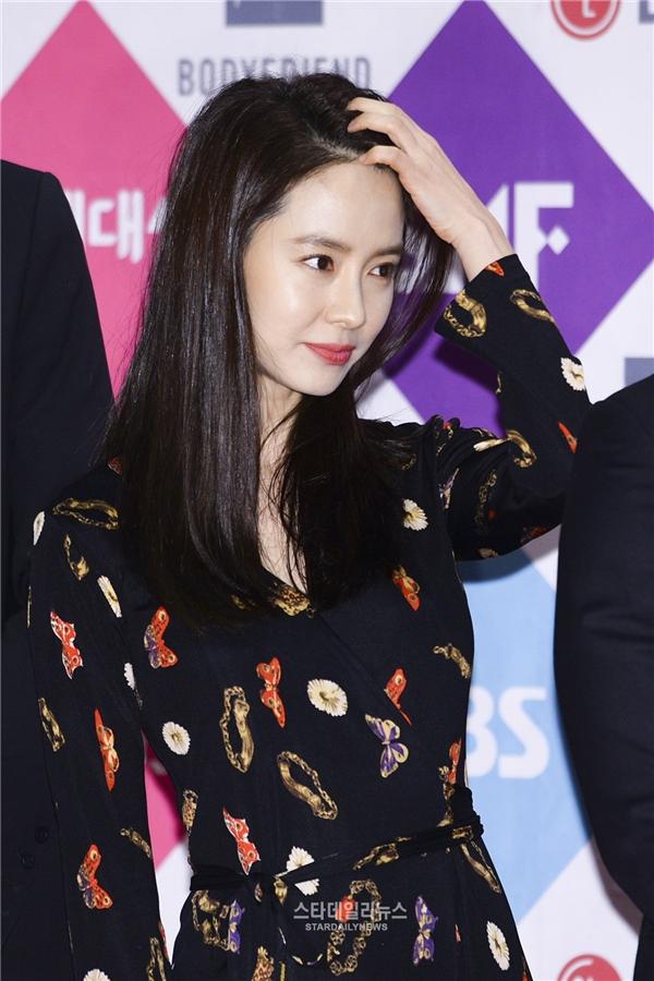 """Nàng """"Ji ngố"""" Song Ji Hyo khoe vẻ ngoài xinh đẹp và trẻ trung dù năm nay đã bước sang tuổi 35."""