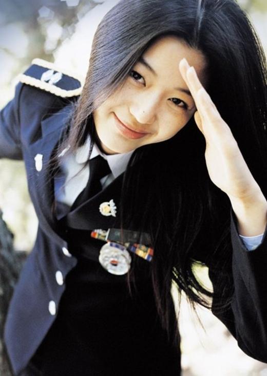 Windstruck phát hành năm 2004 đã đánh dấu sự nghiệp diễn xuất đỉnh cao của nàng tiên cá Sim Chung với nhan sắc đã dần bộc lộ vẻ kiêu sa của mình.