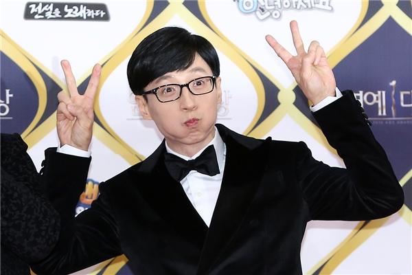 """Đến nay, Yoo Jae Suk hiện vẫn đang là nhân tố hút khách của Happy Together. """"Thánh Yoo"""" gây cười với biểu cảm không thể đáng yêu hơn."""