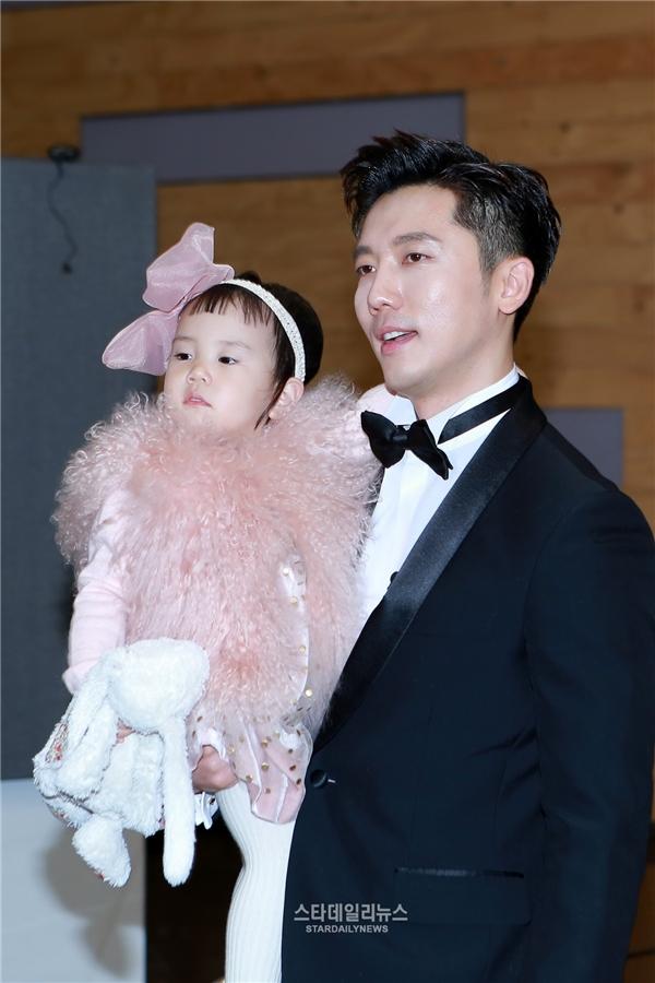 Ki Tae Young và cô con gái điệu đà