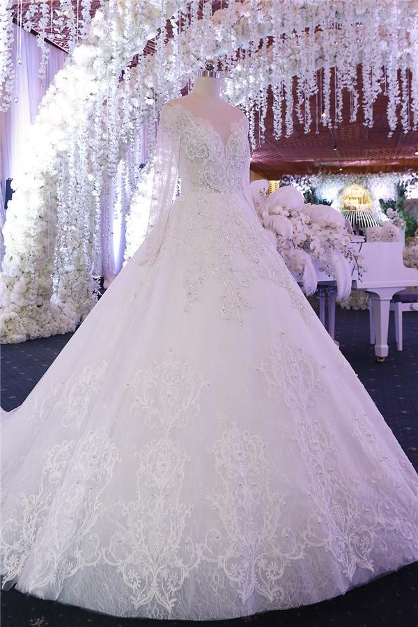2 chiếc váy cưới của Hari Won.