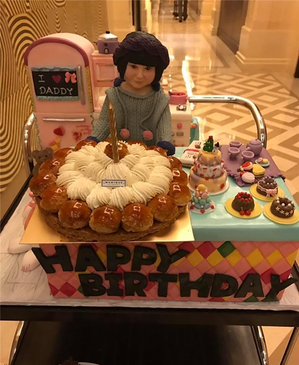 Hình ảnh buổi sinh nhật ngọt ngào của Hoắc Kiến Hoa và Lâm Tâm Như kiến fan vô cùng hạnh phúc và ngưỡng mộ.