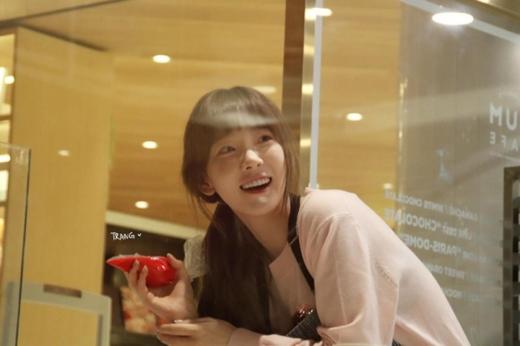 Taeyeon gần như để mặt mộc 100% nhưng vẫn cực xinh đẹp.