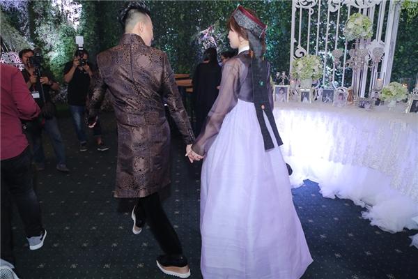 """Bon chen chiều cao với vợ, Trấn Thành tự tin mang """"giày độn"""" 20 triệu - Tin sao Viet - Tin tuc sao Viet - Scandal sao Viet - Tin tuc cua Sao - Tin cua Sao"""