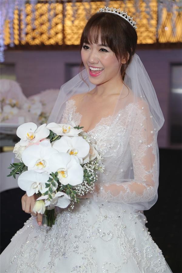 Nữ ca sĩ có vẻ ngoài được nhận xét giống mẹ bởi gương mặt tròn, phúc hậu, làn da trắng hồng đặc trưng của phụ nữ Hàn Quốc. - Tin sao Viet - Tin tuc sao Viet - Scandal sao Viet - Tin tuc cua Sao - Tin cua Sao