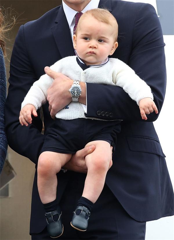 Vì sao Hoàng tử nhí nước Anh luôn mặc quần short, kể cả vào mùa đông?