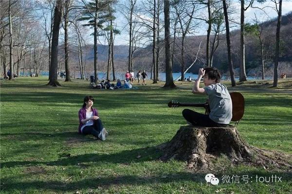 Cùng người yêu đi ngắm cảnh, vui chơi như bao đôi tình nhân khác.