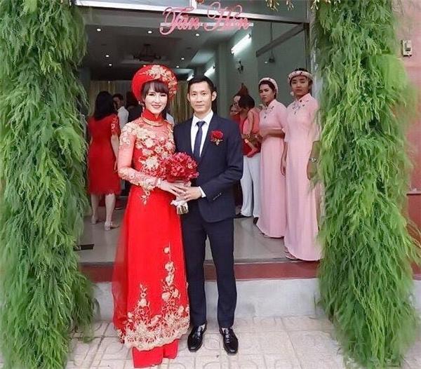 Tuy không xa hoa, nhưng đám cưới Tiến Minh - Vũ Thị Trang cũng không kém phần trang trọng. (Ảnh: FB)
