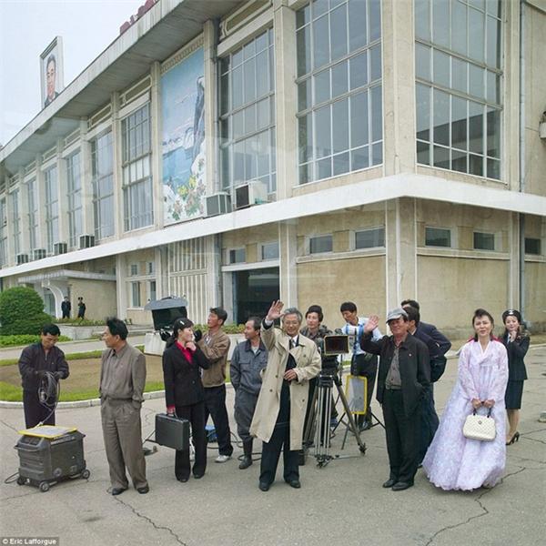 Đất nước này có rất nhiều trường quay phục vụ nhu cầu của người hâm mộ, trong đó cótrường quayChollima Studio,tọa lạc ở ngoại ô nằm cách Thủ đô Bình Nhưỡng khoảng 16 km, diện tích khoảng 1 triệu m2.