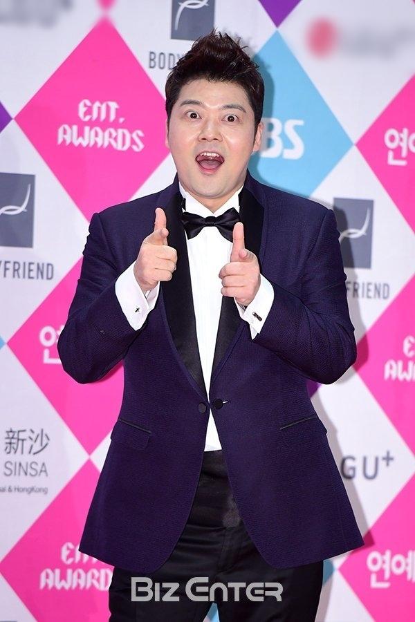 MC hài hước Jun Hyun Moo