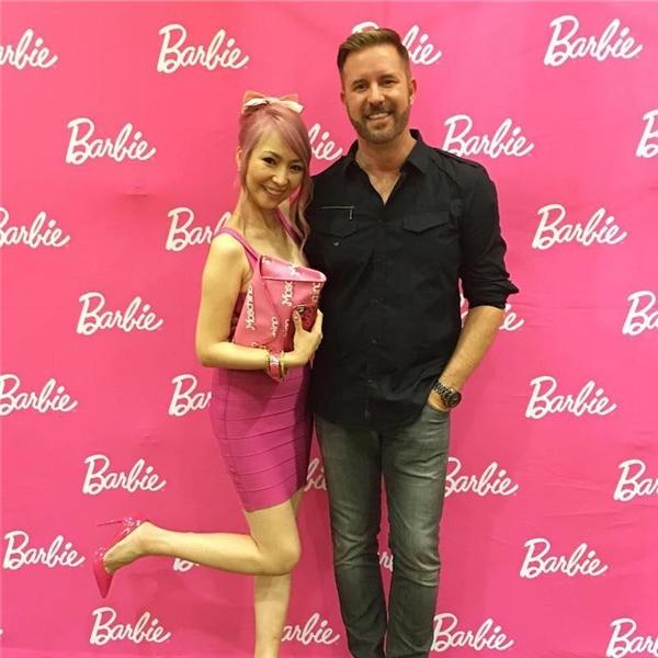 Choáng với fan cuồng Barbie: Chi hơn 1 tỉ rưỡi để hường hóa thế giới