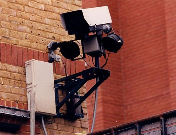Camera sẽ ghi lại hình ảnh những người có hành vi khả nghi tại những khu vực thường xuyên xảy ra các hoạt động phạm pháp rồi gửi về hồ sơ của cảnh sát.