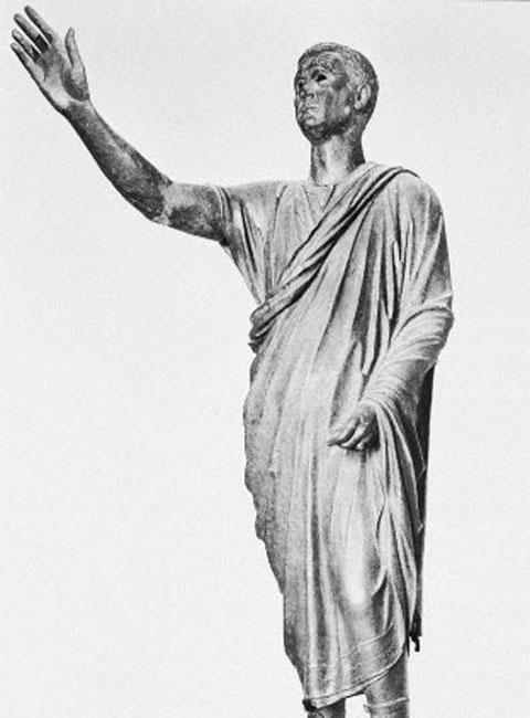 Draco xuất thân từ Attica Deme – một nhóm quý tộc Hy Lạp, là một nhà lập pháp quan trọng ở Athens.