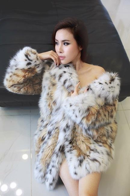 Chiếc áo này Hoàng Dung có giá trị đến hàng tỷ đồng.