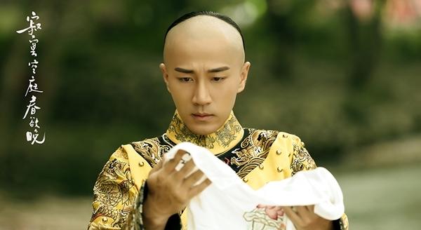 Lưu Khải Uy hóa thân thành Hoàng đế Khang Hy.