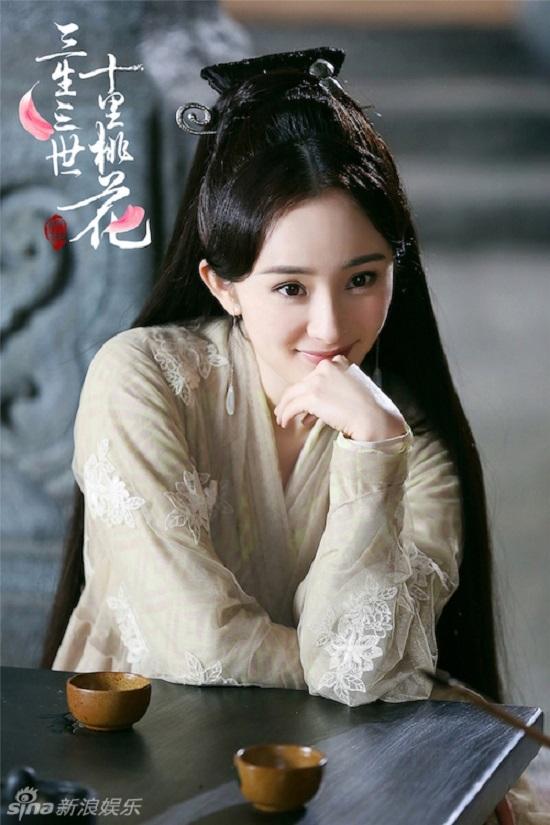 Dương Mịch vô cùng xinh đẹp trong tạo hình cổ trang của Bạch Thiển.Tuy nhiên fan nguyên tác cho rằng cô vẫn còn cách xa Bạch Thiển trong tưởng tượng của họ.