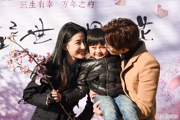 Tử Tô từng thể hiện thành công vai cậu con trai Tiểu Hà Chiếu của cặp đôi Hà Dĩ Thâm (Chung Hán Lương) và Triệu Mặc Sênh (Đường Yên) trong phiên bản truyền hình Bên nhau trọn đời. Ngoài ra, cậu bé còn góp mặt trong bộ phim Thời đại hai con.