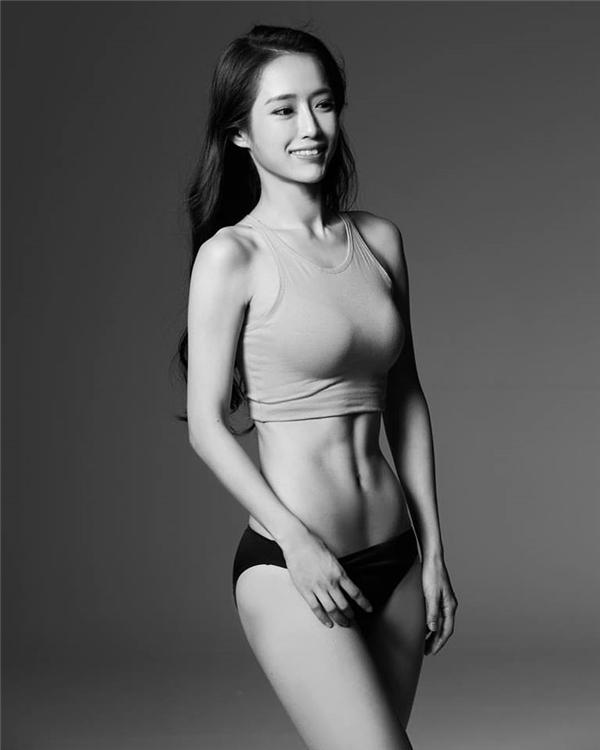 Kang Hyun Kyung năm nay 24 tuổi,hiện đanglà huấn luyện viên thể dục thẩm mĩ tại Jeonju, Hàn Quốc.