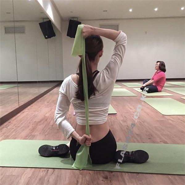 Mỗi ngày Hyun Kyung dành hai tiếngtự luyện tập để có được vòng eo săn chắc như hiện tại.