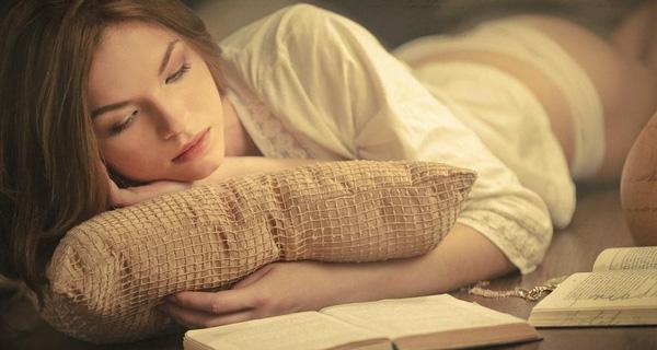 Hãy đọc bài thơ, bài văn trước khi đi ngủ để có thể nhớ tốt vào sáng hôm sau.