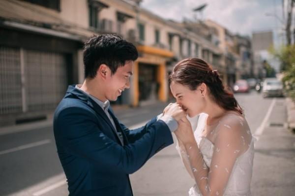 """Cả hai đã nảy ra ý tưởng chụp ảnh cưới dựa trên concept """"Follow me"""" theo một phiên bản mới."""
