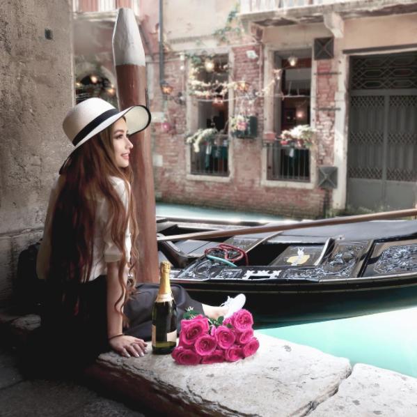 """Ngất ngây bông hồng lai người Việt được mệnh danh """"công chúa tóc mây"""""""